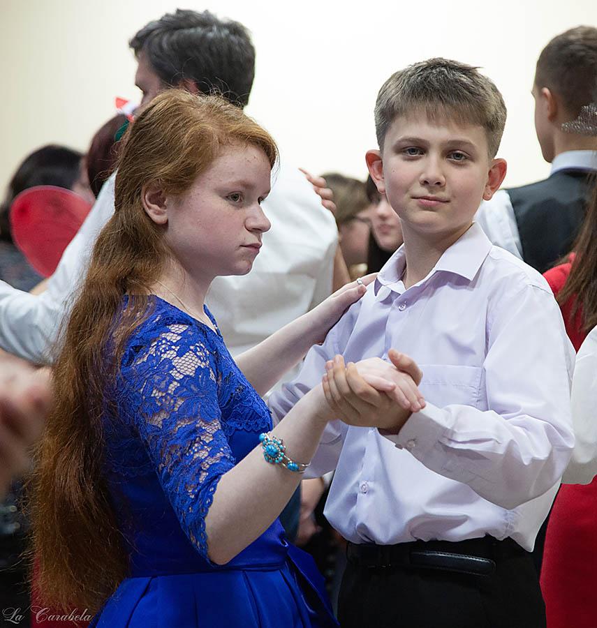 Танцы, игры, салоны сменяют друг друга...