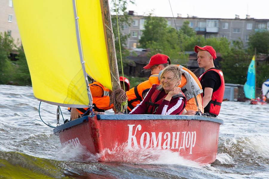 В Родительский день каравелльцы с родителями смело выходят под парусами на воду