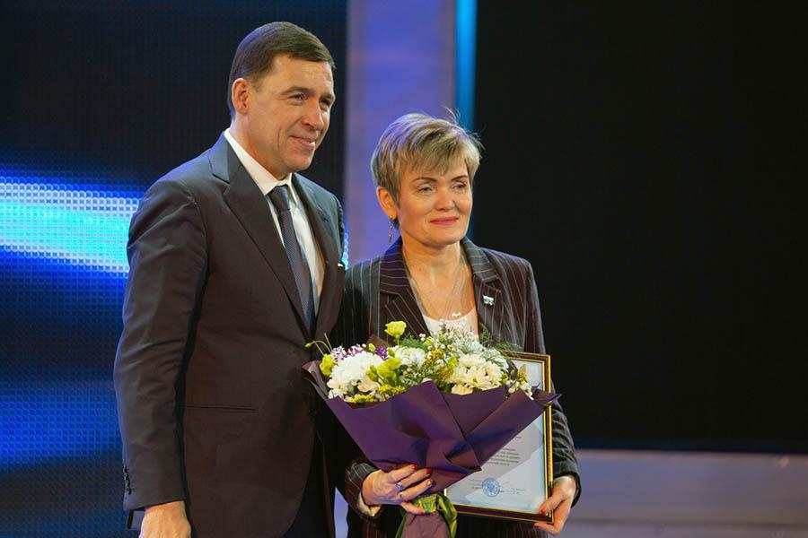 Губернатор Свердловской области Евгений Куйвашев и командор отряда «Каравелла» Лариса Крапивина