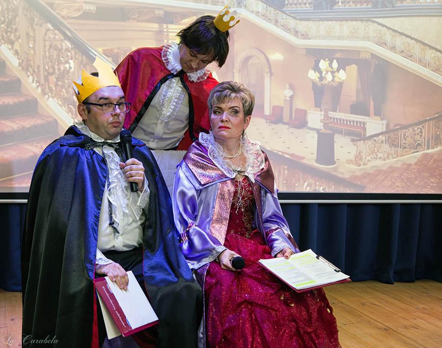 Родители предлагают принцу выбросить из головы бредовые идеи и несбыточные мечты