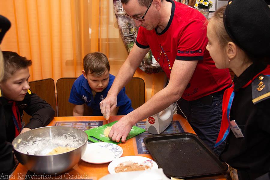 Процесс приготовления песочного печенья радует и затягивает