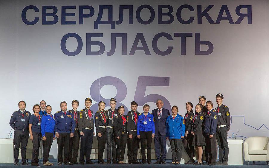 Команда волонтёров и инструкторов на финальном фото с Гражданского форума