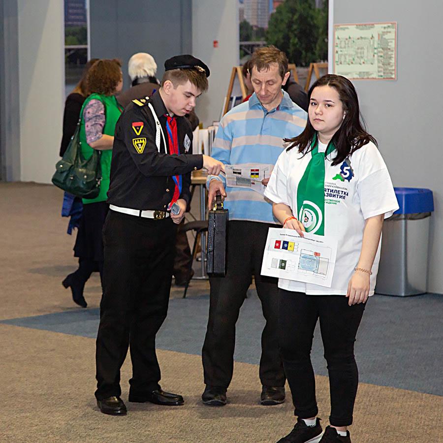 Одна из основных задач волонтёров - сориентировать участников