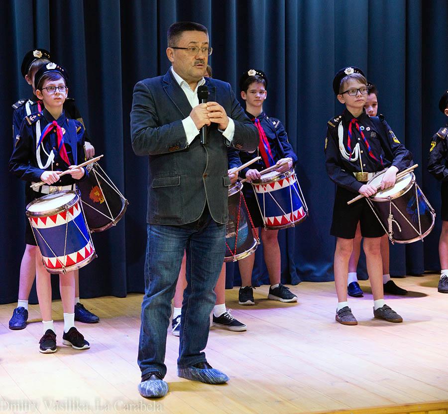 Уполномоченный по правам ребёнка Игорь Мороков приветствует победителей конкурса