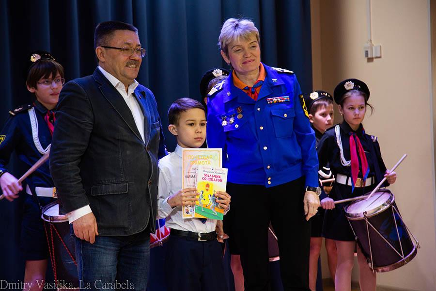 Памятное фото с организаторами конкурса «Семейные легенды»
