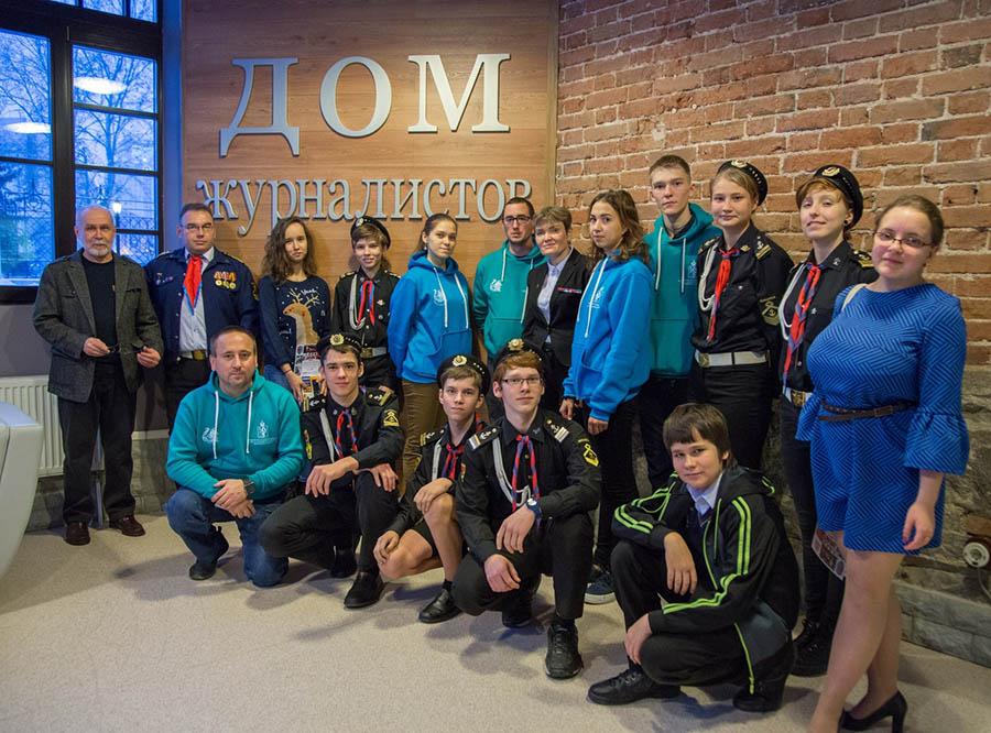 Команда каравелльцев с победителями конкурса «Медиатор» 27.декабря 2017 года