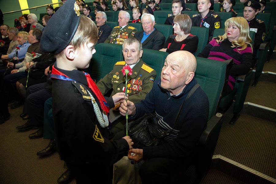 Удивительная встреча каравелльцев с ветеранами Уральского добровольческого танкового конкурса