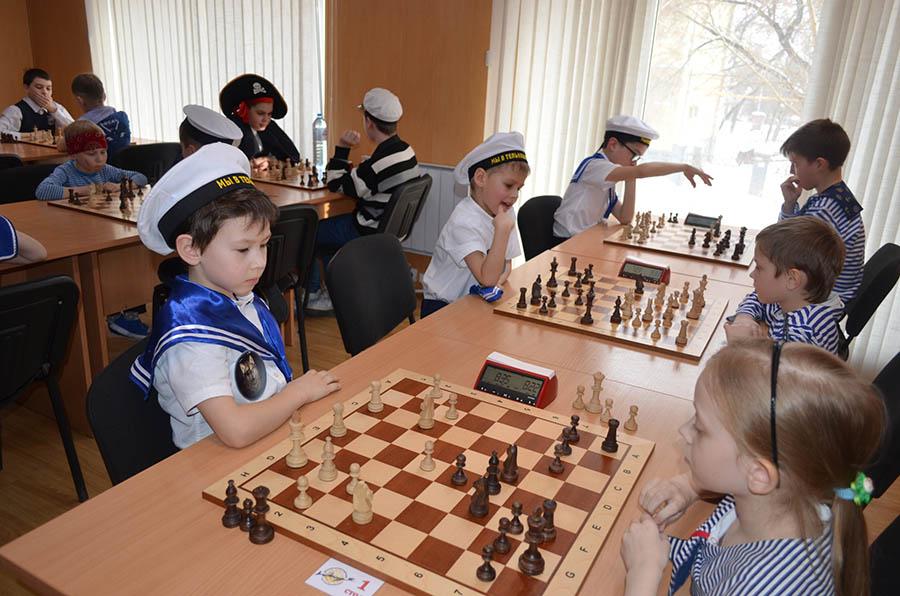 Шахматные баталии начались на Мира, 42