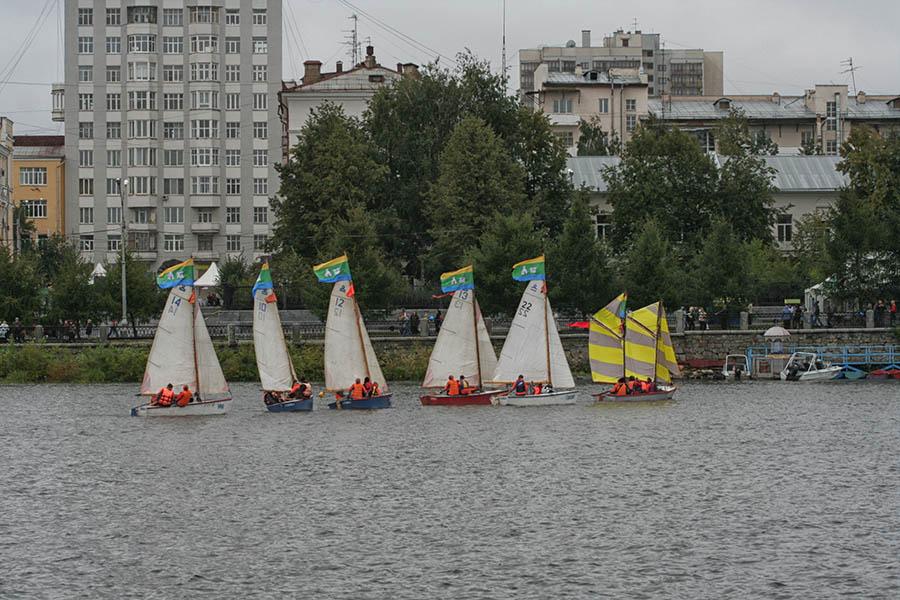 Яхты флотилии отряда «Каравелла» под флагами Екатеринбурга