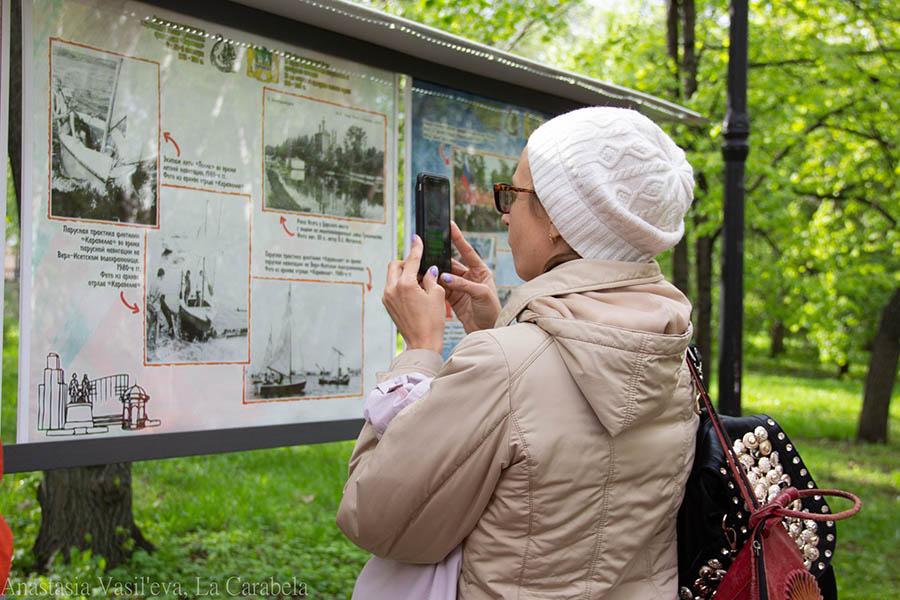 Первые гости не только фотографировали, но и проводили даже видеотрансляции выставки