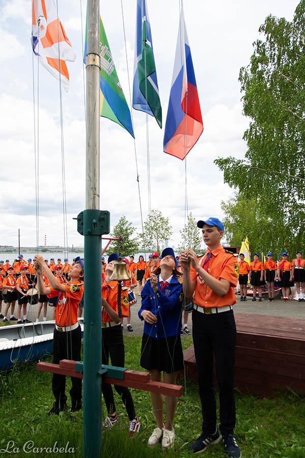 Подъём флагов на базе ЕМШ ДОСААФ