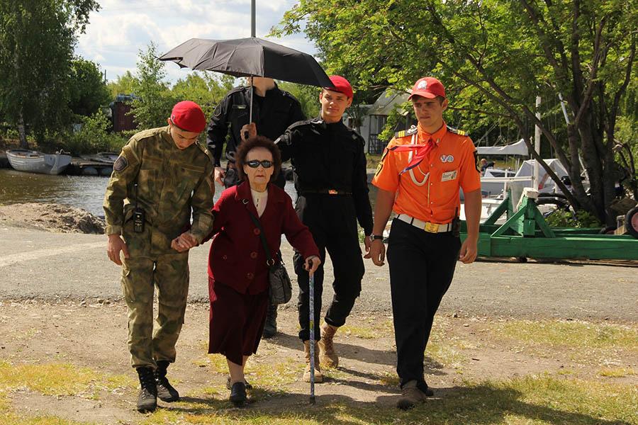 Ветеранов в этот день на базе встречали не только каравелльцы, но и волонтёры трёх общественных организаций