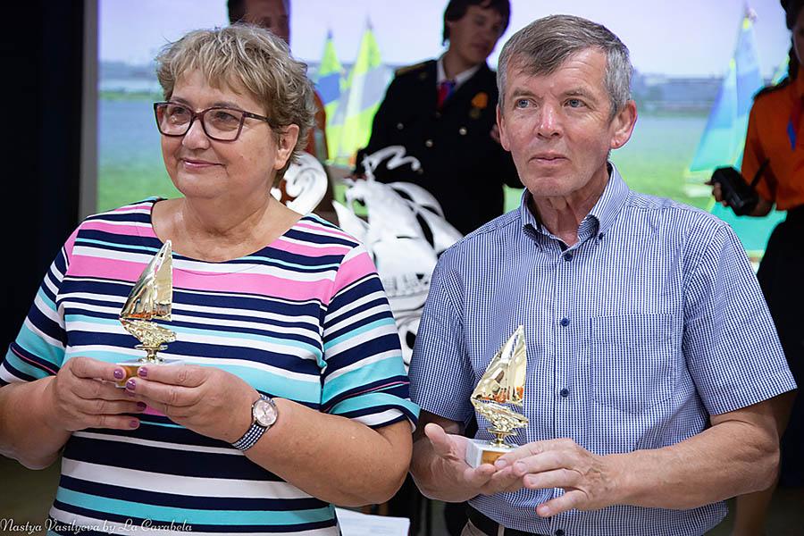 Почётные командоры Ирина Ханхасаева и Сергей Новосёлов поздравили каравелльцев и помогли вручить многочисленные награды
