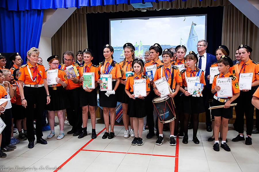 Большинство каравелльцев в этот день получили не только дипломы и портреты, но и многочисленные награды и призы!