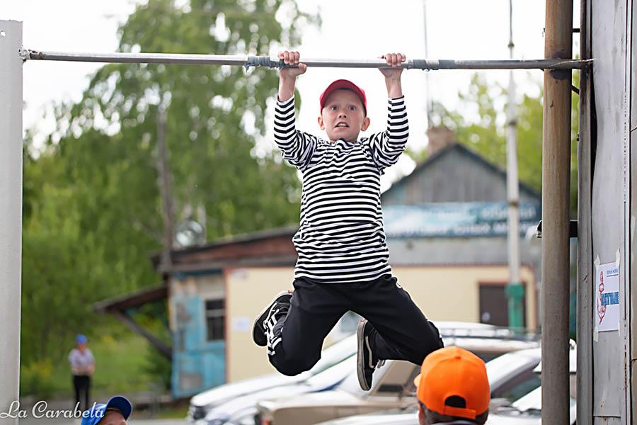 В соревнованиях приняли участие и старшая, и младшая группы