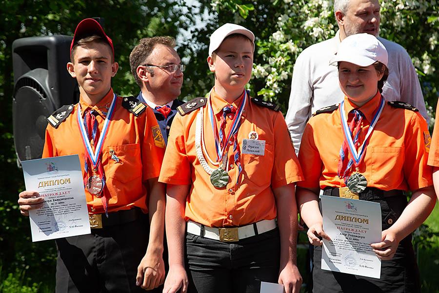 Дамир Камалетдинов - первый слева...