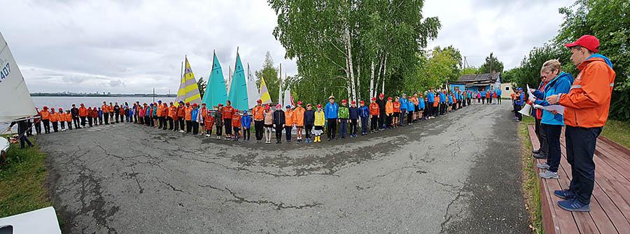 Торжественное построение для подъёма флагов первенства Родной причал - 2019
