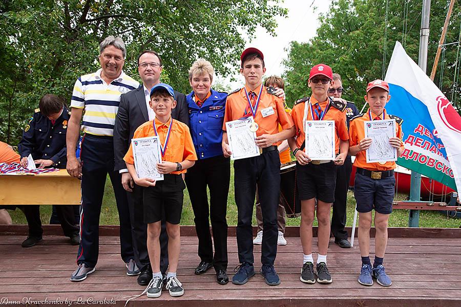 Победителей награждали президент Федерации парусного спорта и директор Департамента молодёжной политики