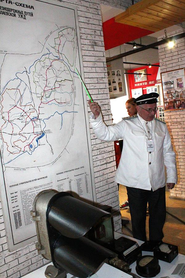 Железная дорога важная основа Победы...