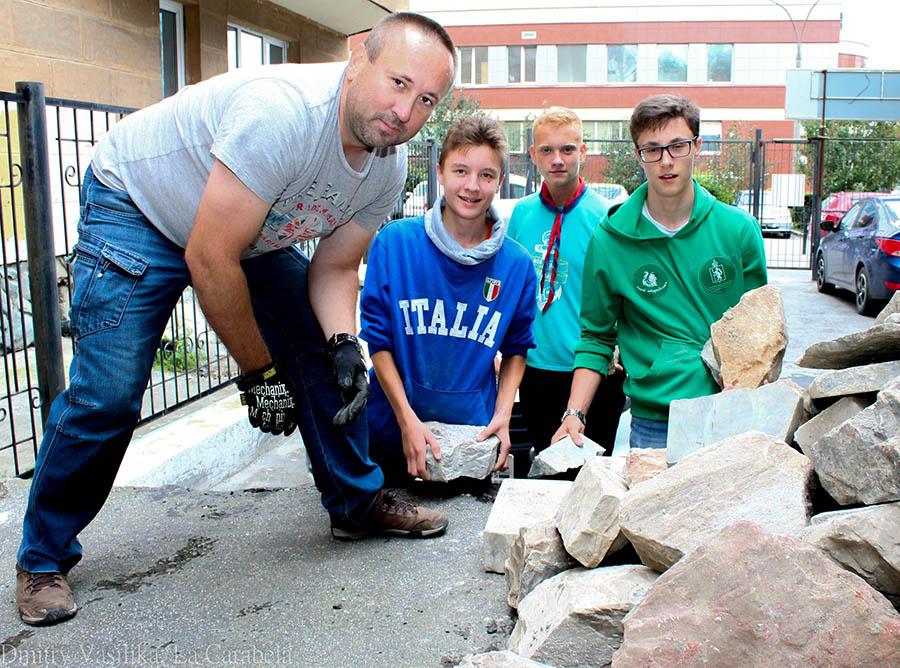 Камни, оставленные в подвале, пригодятся для укрепления пирсов на базе