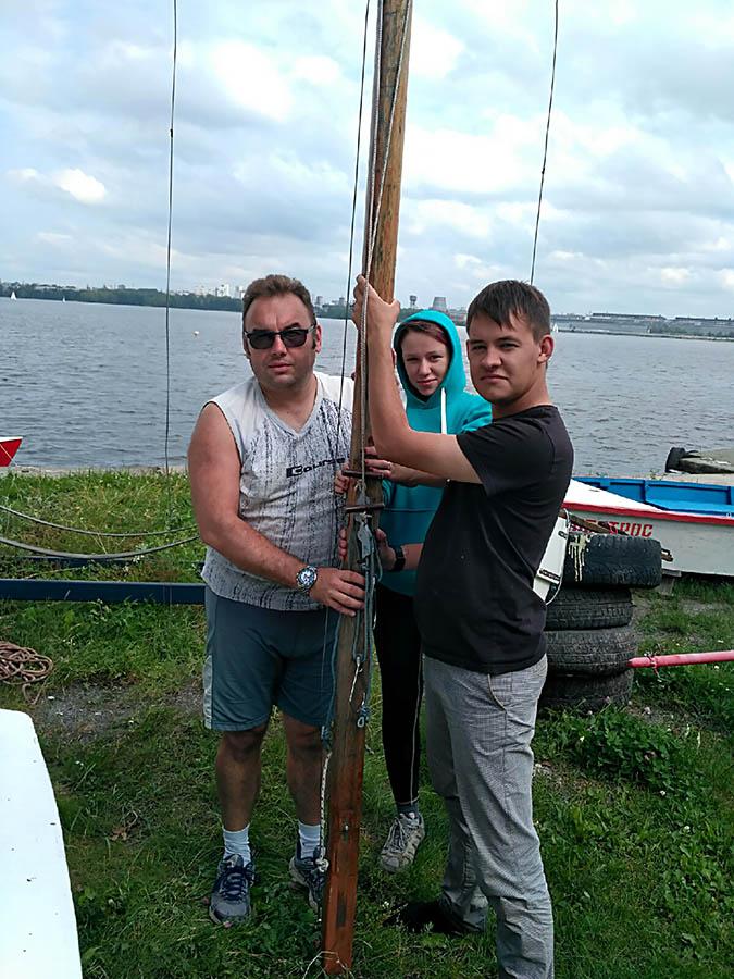 Готовимся поставить почти восьмиметровую мачту голландца...