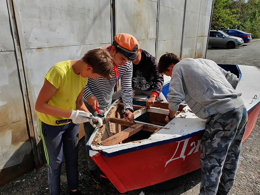 Процесс ремонта палубы во всей красе...