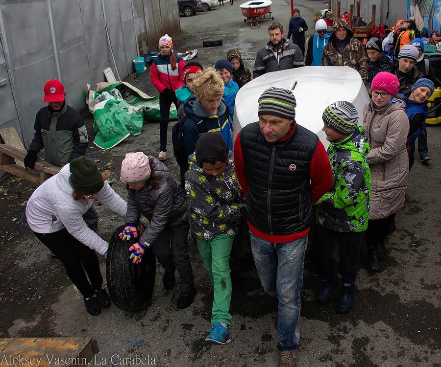 Каравелльцы с товарищами и родителями готовят флот к зиме...