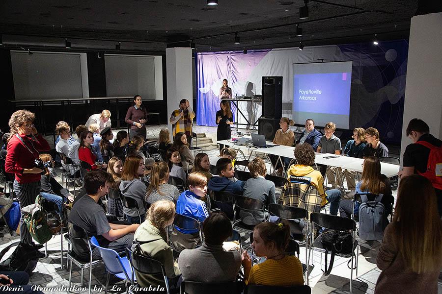 Пресс-конференция с американскими школьниками и преподавателя начинается...