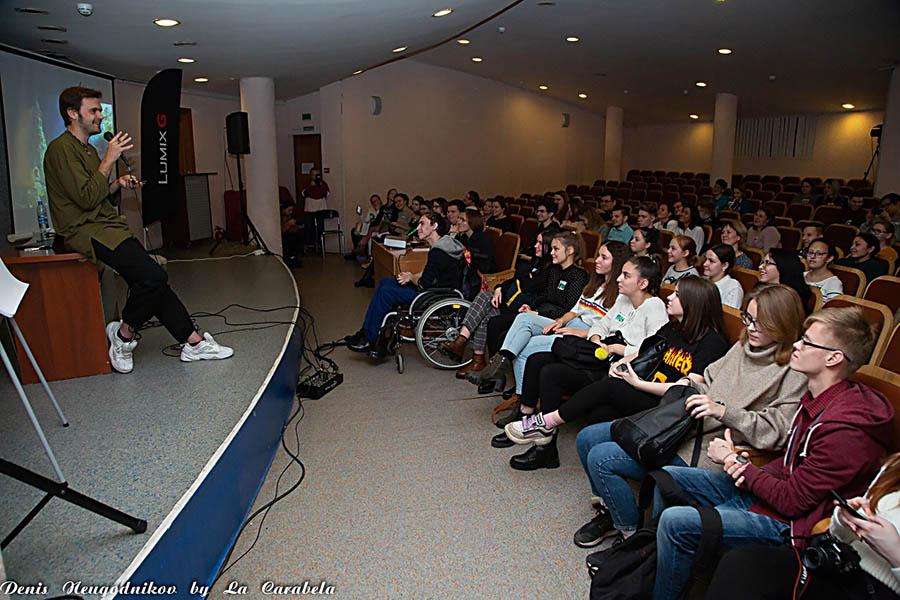 Александр Фёдоров рассказывает юнкорам о тонкостях работы трэвел-журналиста