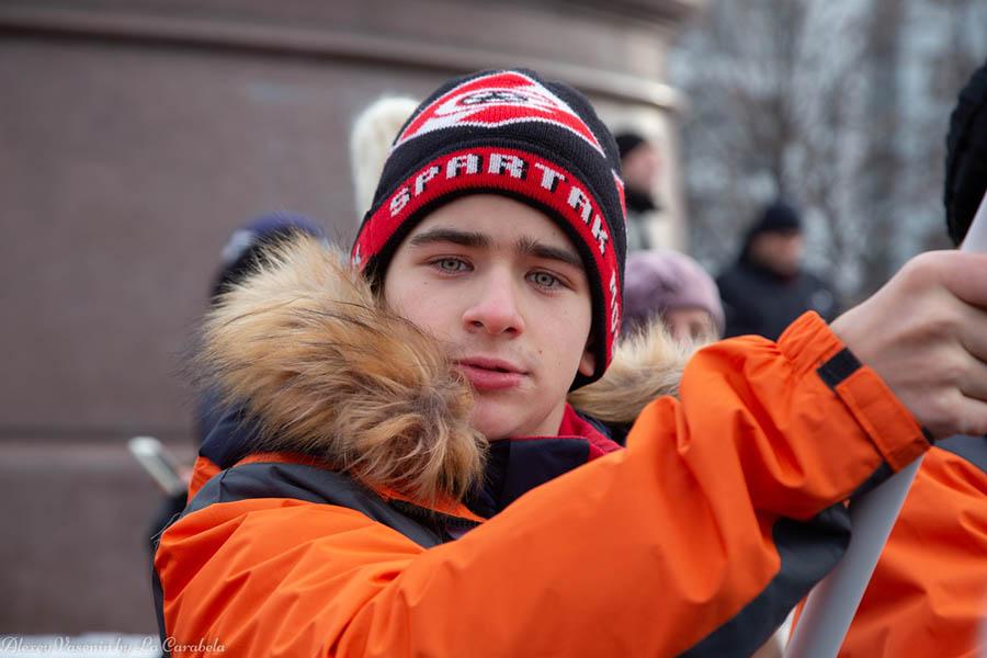 Андрей Корнилов с флагом на дне Народного единства