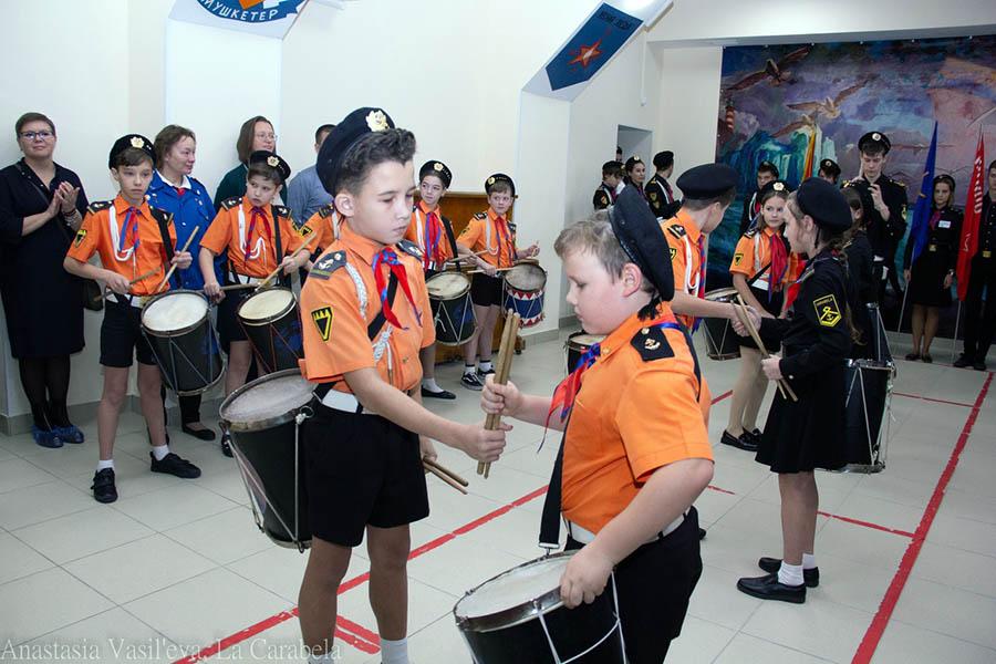Процесс передачи барабанов и вступления в группу