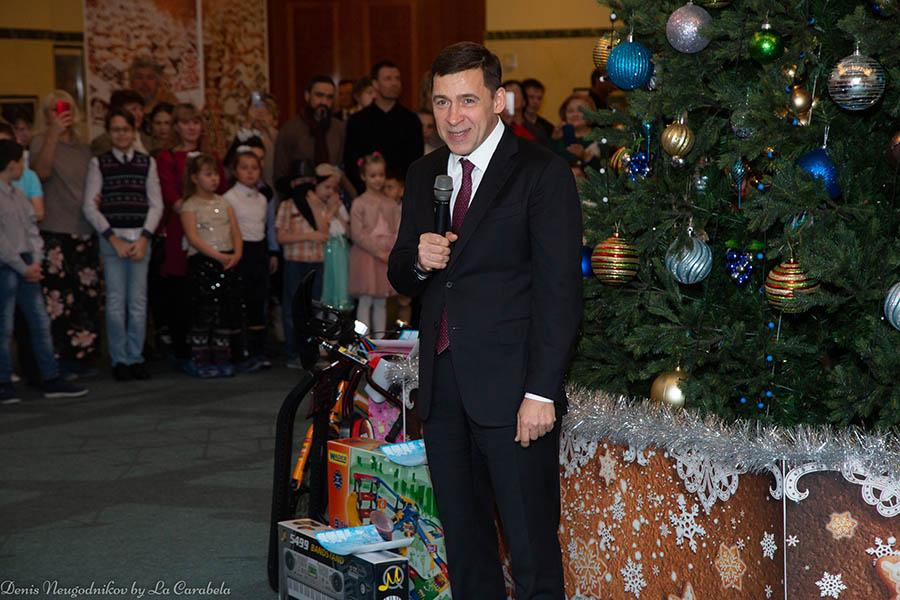 Евгений Куйвашев поздравляет всех ребят с Новым годом