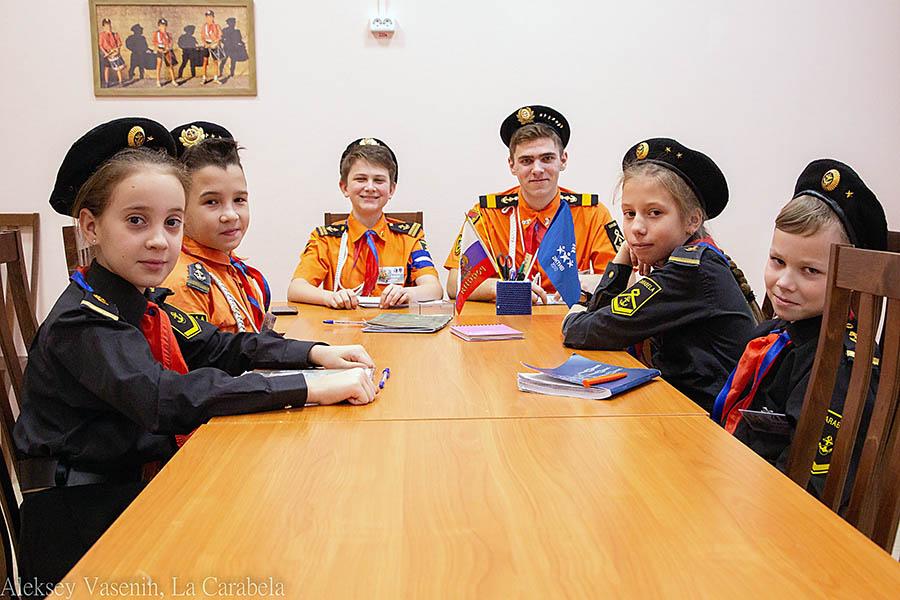 экипаж Жени Галимова обсуждал планы в Знамённой комнате