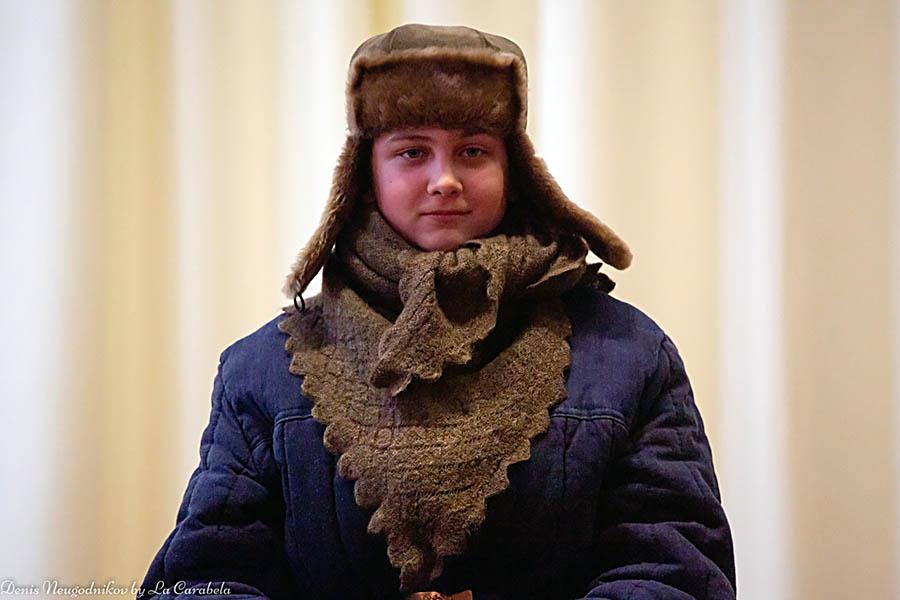 Женя Галимов на сцене в роли одного из блокадных детей...
